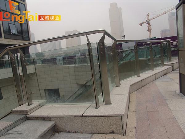 广场玻璃栏杆