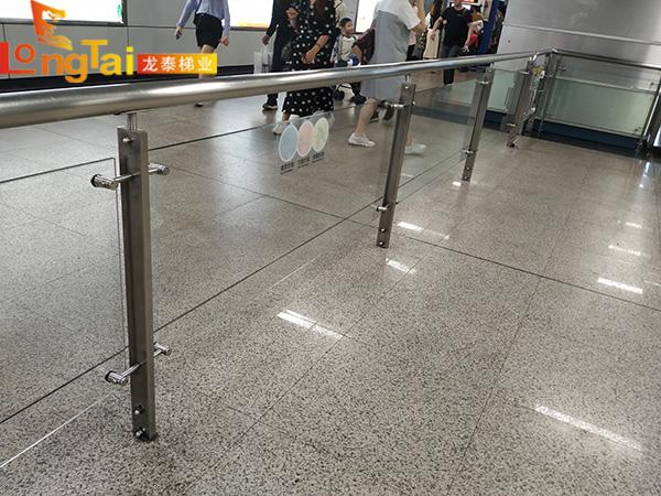 地铁玻璃护栏