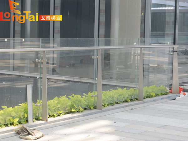 室外不锈钢玻璃护栏