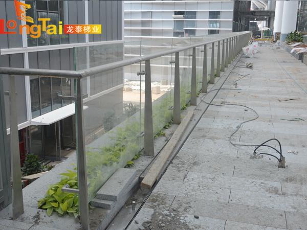 不锈钢玻璃栏杆