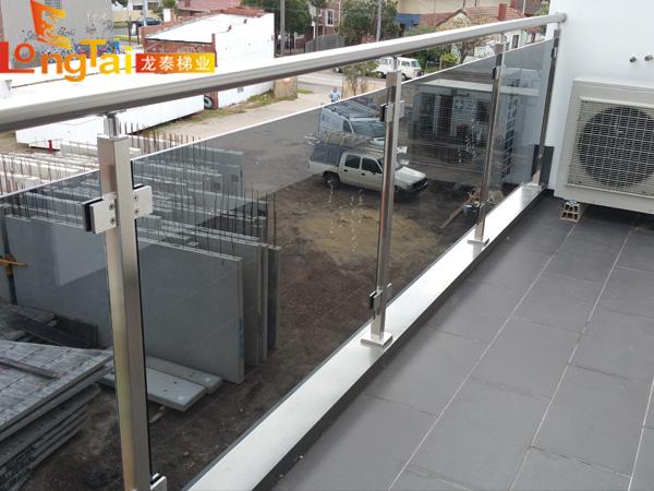 玻璃栏杆阳台