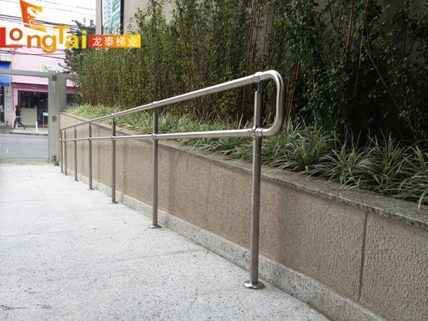 无障碍通道栏杆