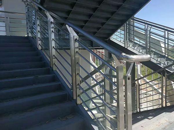 龙泰不锈钢玻璃栏杆