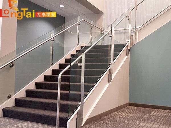 侧装楼梯扶手