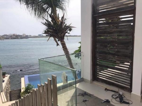 铝底槽玻璃护栏解析