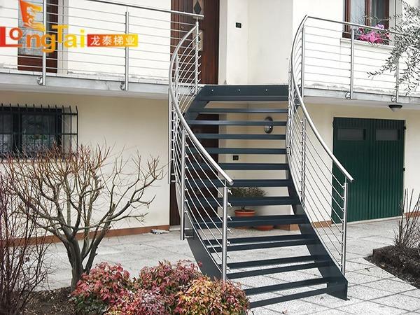 不锈钢穿管楼梯
