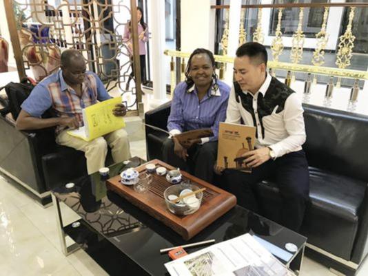 肯尼亚客户到访龙泰梯业,采购不锈钢楼梯扶手