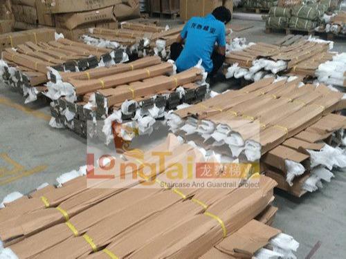 龙泰梯业严格把控每一个环节,出货前的包装检查