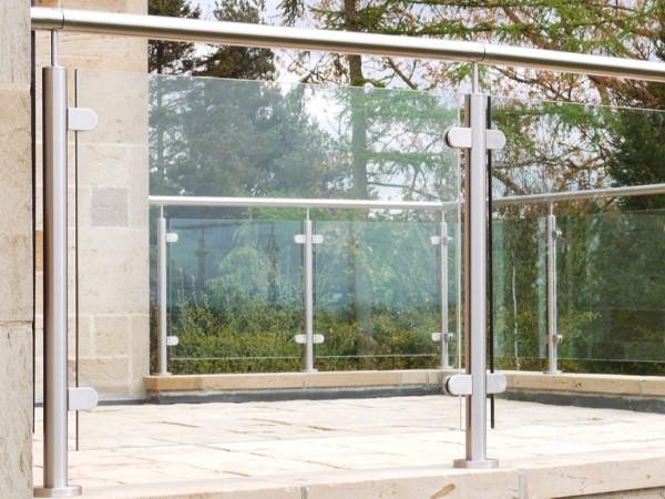 不锈钢立柱为什么要使用夹胶玻璃