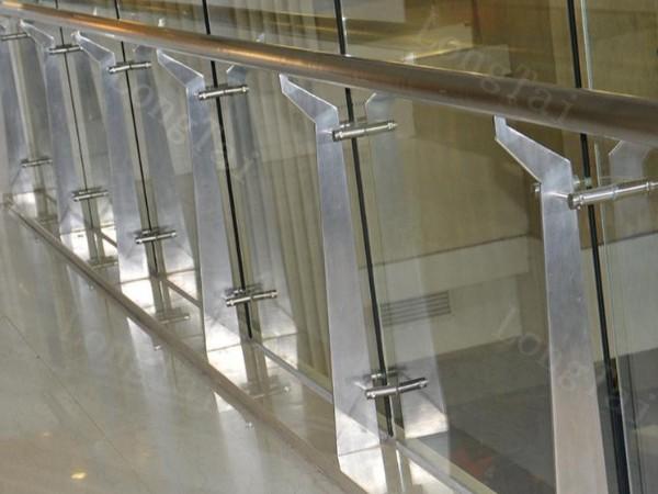 不锈钢玻璃栏杆为什么会使用夹胶玻璃?