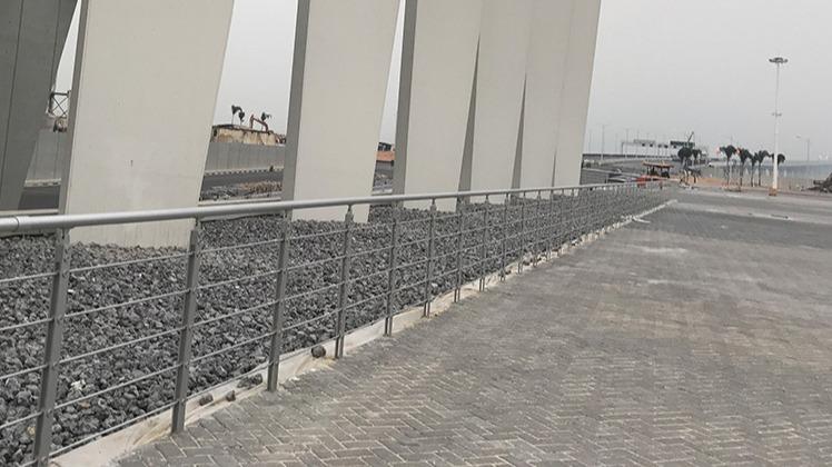 港珠澳大桥东岛采用铝合金护栏